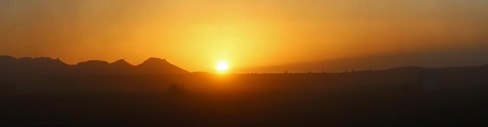 Le soleil se couche sur le marathon des sables
